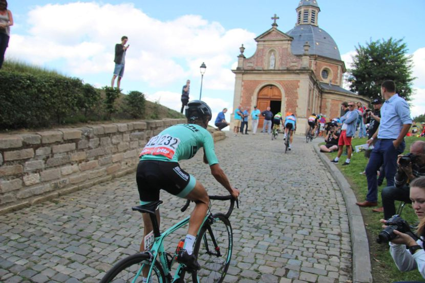 Image riding the cobbles