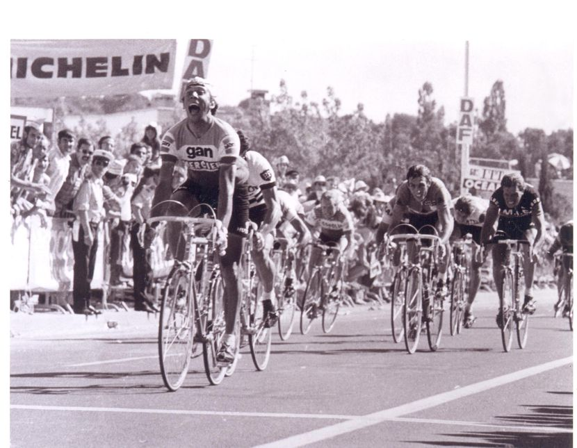 Barry Hoban getting the better of Patrick Sercu (3rd) in this Tour de France sprint.